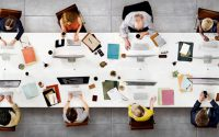 Futuristična oprema sodobne pisarne